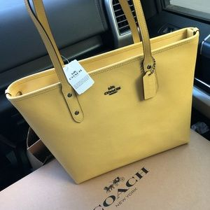 🆕NWT Coach Yellow Leather Tote Bag